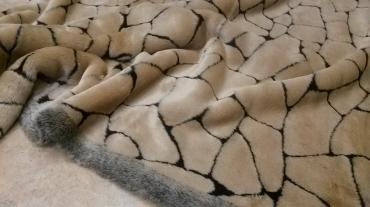 Γούνα  Ιταλιας μπέζ με μάυρο σχέδιο