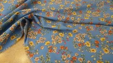 Εμπριμέ Floral γαλαζιο χρώμα με λουλούδια