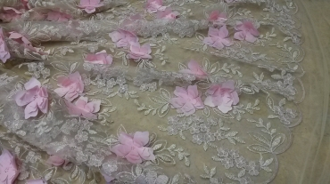 Δαντέλα κεντημένη με λουλούδια 3D