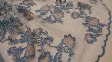 Δαντέλα κεντημένη ραφ με νούντ λουλούδια