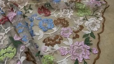 Τούλι κεντημένο με λουλούδια